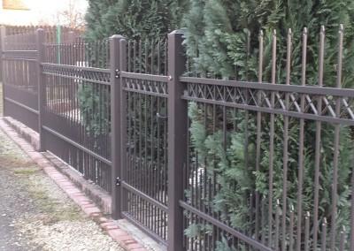 montaż ogrodzenia na słupach stalowych
